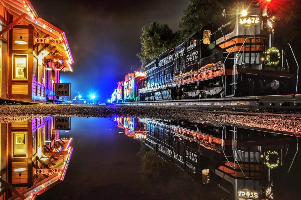 Niles Canyon Train of Lights.jpg